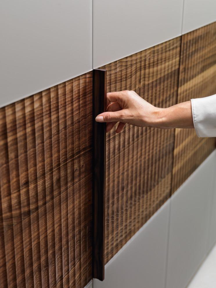 kleiderschrank relief team 7 wohnwiese jette schlund ellingen. Black Bedroom Furniture Sets. Home Design Ideas