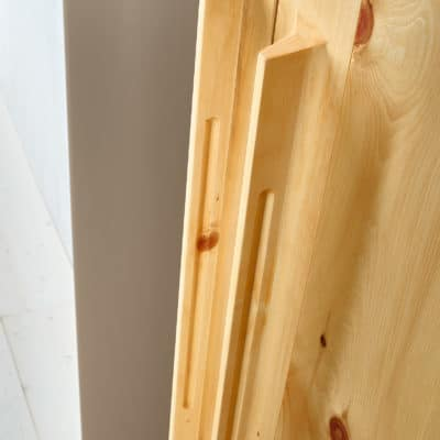 Kleiderschrank Paso in Zirbe natur geölt, Detail organischer Griff