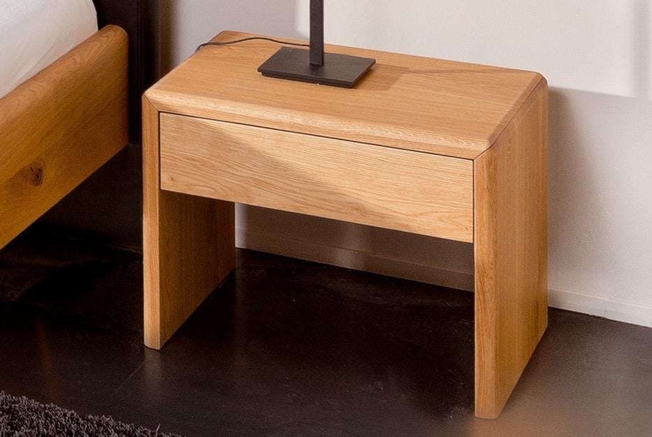 Massivholznachttisch Kendo in knorriger Eiche mit Schublade