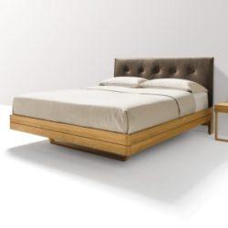Betten mit gepolstertem Kopfhaupt