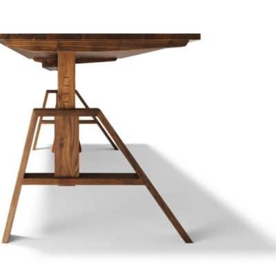 Höhenverstellbarer Schreibtisch Atelier in Nuss.