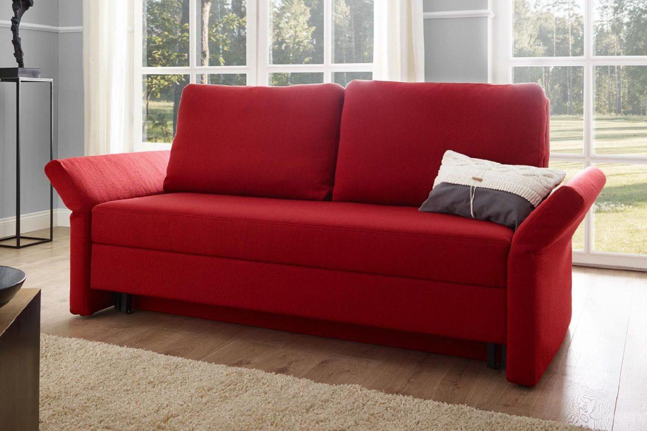 Schlafsofa Cala mit abklappbaren Armlehnen in Rot.