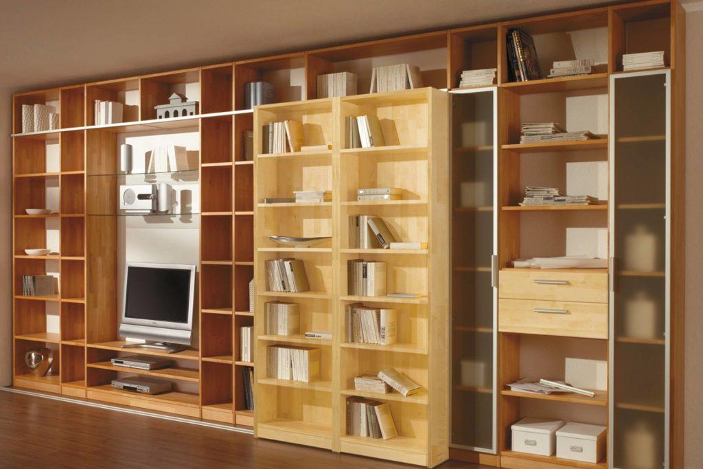 Schieberegal aus massivem Buchenholz, einsetzbar als Raumteiler