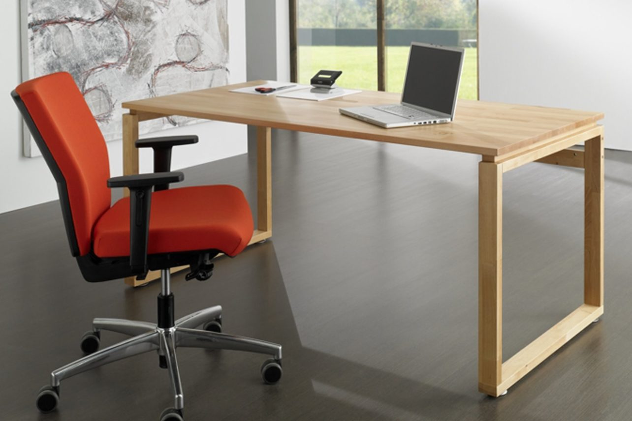 Moderner Büroschreibtisch Qubu in massivem Buchenholz